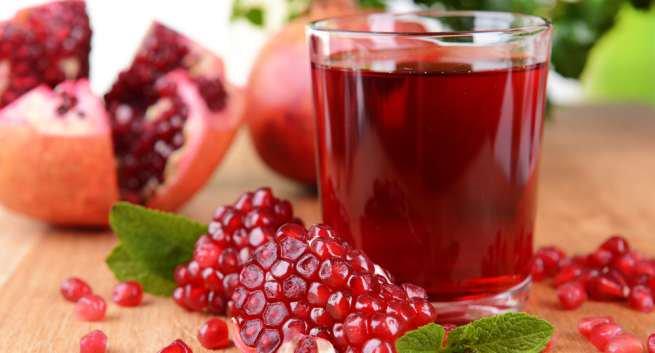 Người bệnh sỏi tiết niệu nên uống nước lựu tươi